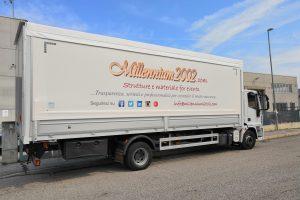 Teloni camion con logo aziendale
